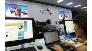 Los periodistas acreditados escuchan las palabras de la presidenta Cristina Fernández en el recinto. (Foto: Télam)