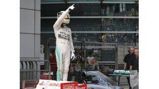 Mercedes copó la primera fila