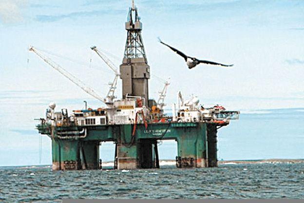 Recursos naturales. Ingleses extraen petróleo en la plataforma de Malvinas.