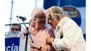 Lucía Topolansky y Mujica al lanzar la candidatura de ella.