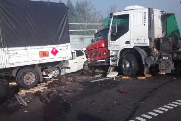 Al menos dos muertos en accidentes de tránsito en la autopista Rosario - Buenos Aries