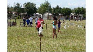 Familias que ocupan los terrenos en el Barrio América