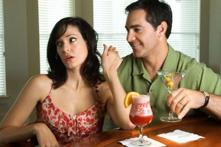 Conocé cuáles son las mentiras más comunes de hombres y mujeres en la primera cita