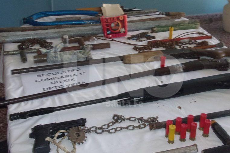 Vera: secuestraron armas de fuego y blancas en distintos allanamientos