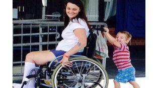 Terminó en silla de ruedas después de usar el maquillaje de una amiga
