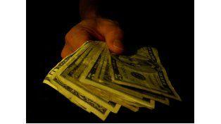 El dólar blue cayó otros 12 centavos y la brecha cambiaria se achicó hasta 39,8% por ciento