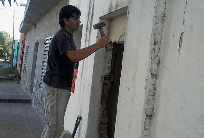 Restauración. Los vecinos se encuentran trabajando en la restauración del edificio de Juan Díaz de Solís al 1400.