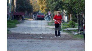 De tierra. Así son la mayoría de las calles en Altos del VAlle. Aseguran que hace años no se coloca material granítico.