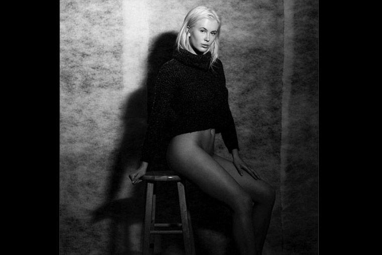 La hija de Kim Basinger y Alec Baldwin, belleza desnuda