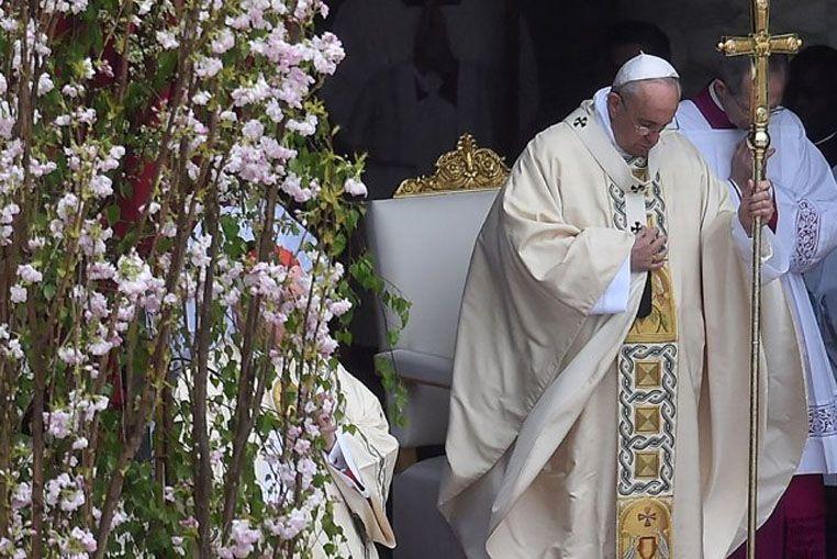 En su mensaje de Pascua, el Papa pidió por la paz