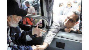 Fidel Castro reapareció en público tras una ausencia de 14 meses