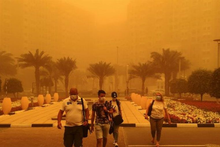 Una tormenta de arena borra del mapa a Dubai