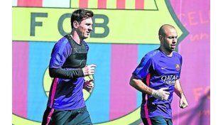 Messi hizo fútbol en la práctica de Barcelona, sin rastros de dolor