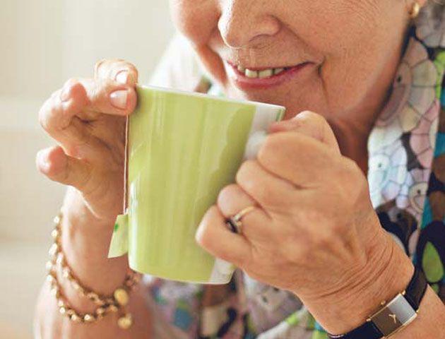 Orinó el té de su suegra durante un año en venganza por el maltrato de su marido