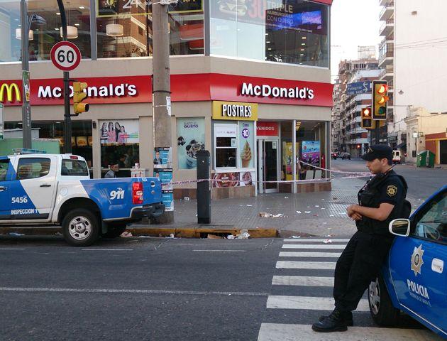 Un agente del Comando fue detenido por la balacera en un local de comidas rápidas
