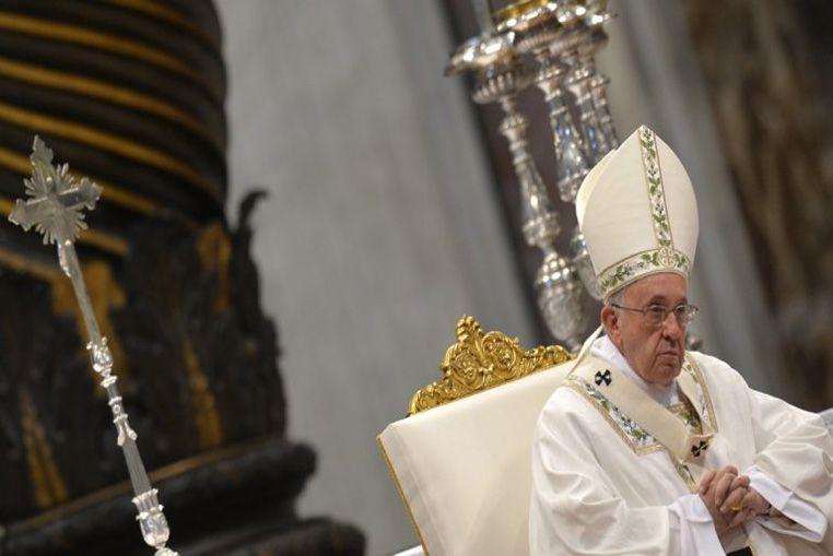 En la misa de Jueves Santo, Francisco criticó a los pastores aburridos, con cara de vinagre