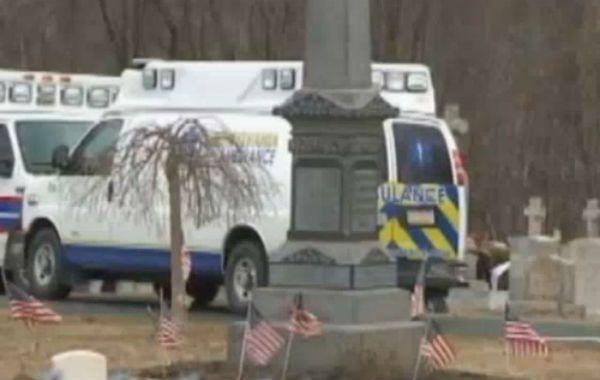 Un hombre murió al ser aplastado por la lápida de la tumba de su suegra