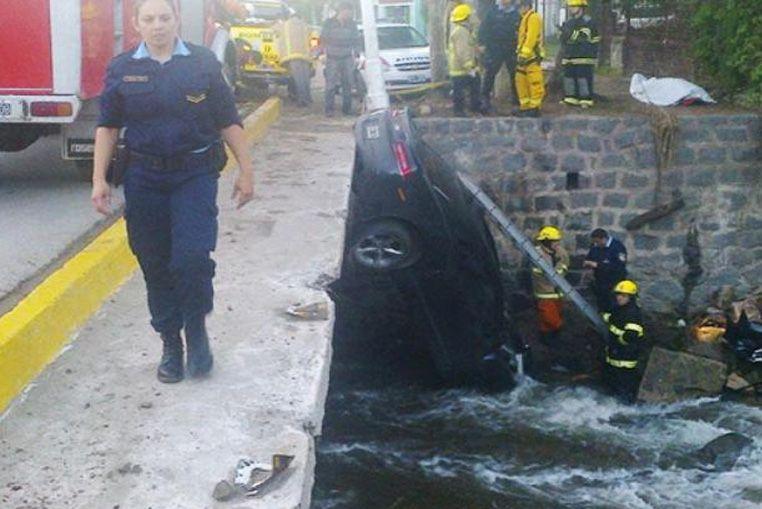 Un joven murió al caer a un río el auto que manejaba el hijo del Pato Cabrera
