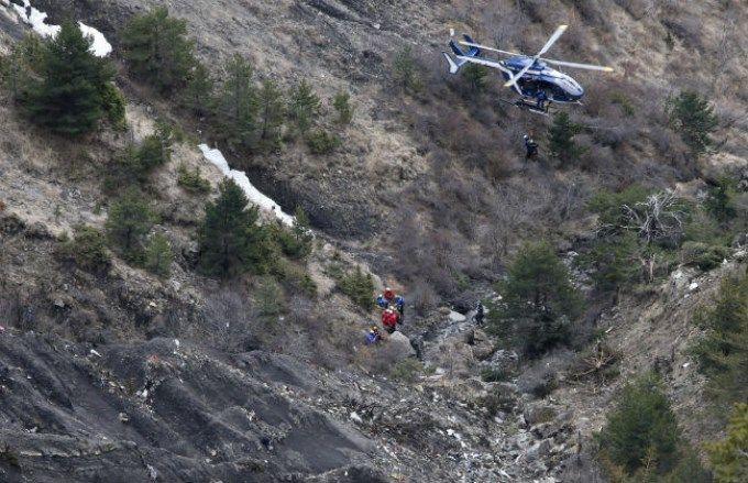 Recuperaron todos los cuerpos del avión estrellado en los Alpes franceses