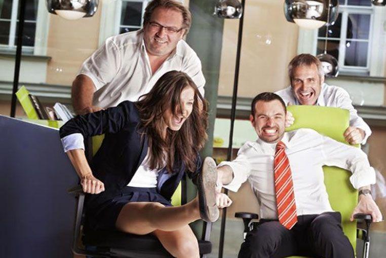 Se festeja el Día de la Diversión en el Trabajo para promover el buen humor en el entorno laboral