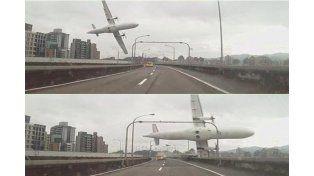 Al menos 19 muertos al estrellarse un avión en Taiwán