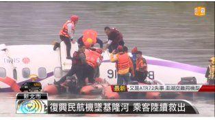 El desesperado rescate de los sobrevivientes del accidente.