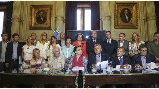 La oposición le reclamó la renuncia a Gils Carbó por truchar un comunicado