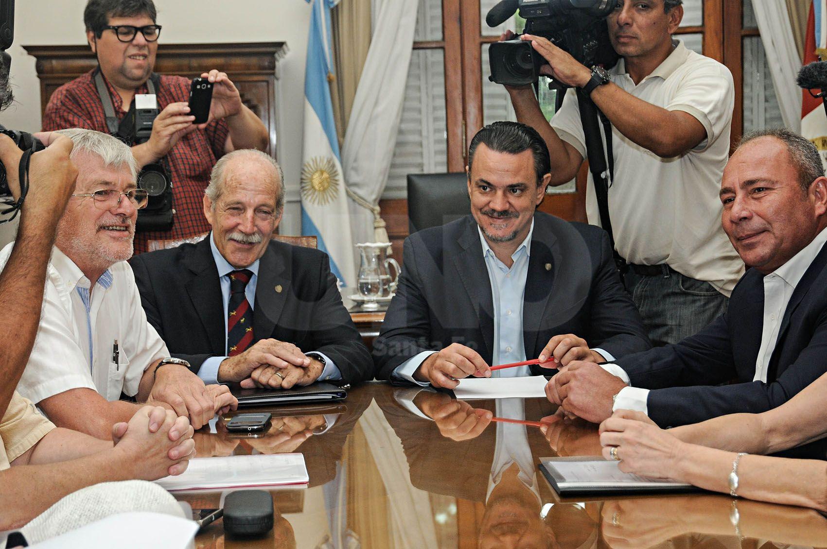 La reunión por paritaria entre los representante de los trabajadores estatales y autoridades del gobierno provincial.