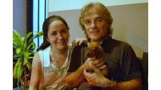 Viajó más de mil kilómetros para rescatar un perro con dos patas