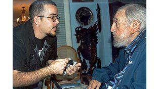 En las fotos Fidel aparece junto a un dirigente estudiantil.