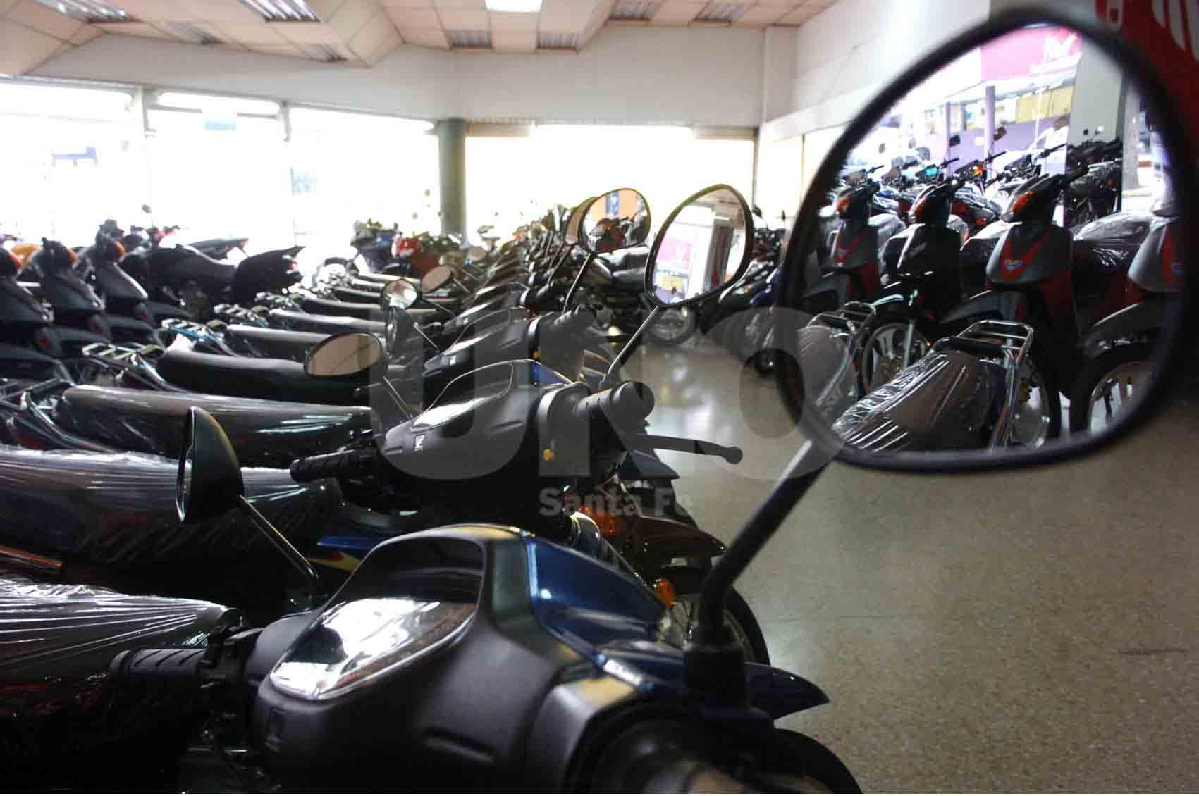 Sin clientes. Ese es el panorama que se divisa en las concesionarias de motos de la ciudad por estos días.