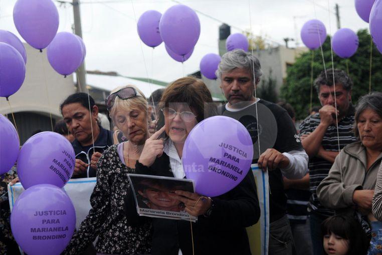 Graciela, la madre de Marianela Brondino en una de las marcha en reclamo de justicia