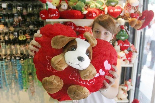 Los argentinos se apropiaron de San Valentín y el 80% hace regalos