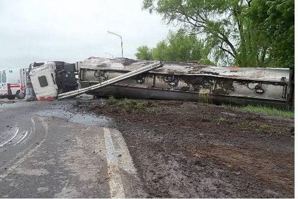 Chocaron dos camiones en la 34 y uno de los conductores resultó herido