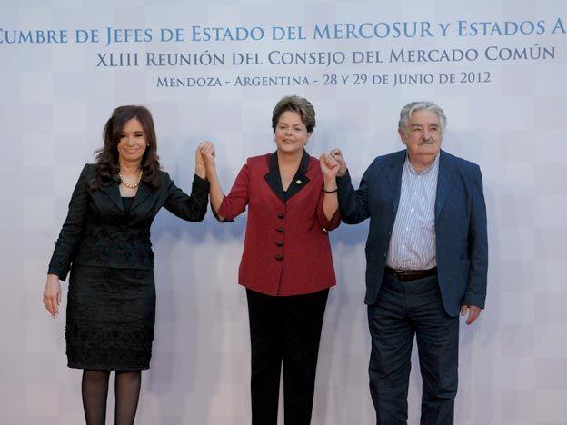 Con la foto oficial de los miembros, sin Paraguay, arrancó la Cumbre del Mercosur