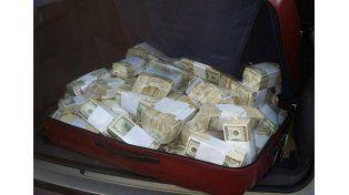 El dinero secuestrado en el auto del ex funcionario kirchnerista.