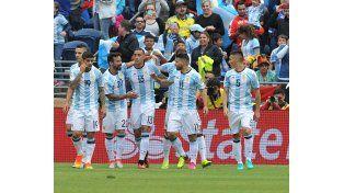 Argentina le ganó 3 a 0 a Bolivia y aseguró el primer lugar del grupo