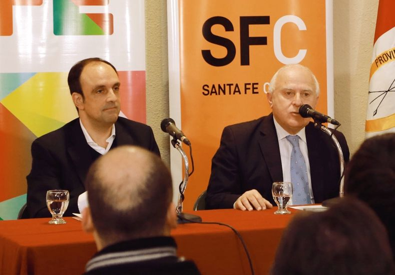 Juntos. Lifschitz y Corral firmaron un acta acuerdo para la construcción de los desagües El Sable y Mariano Comas en la capital de la provincia.