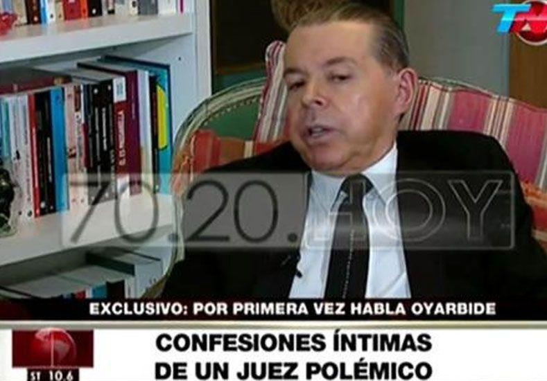 Norberto Oyarbide confesó que sus perras se regocijan con el champagne
