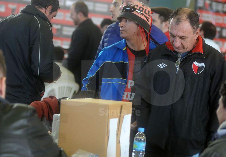 Las elecciones se desarrollan tranquilamente en el club Sabalero.// Juan M. Baialardo-UNO Santa Fe-