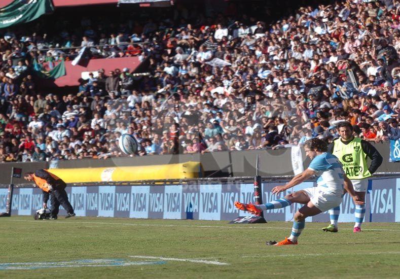 Nicolás Sánchez fue el goleador del pleito y una de las figuras / Foto: Manuel Testi - Uno Santa Fe