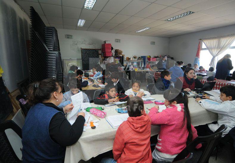 Más de dos meses. Lleva la comunidad educativa trabajando en un espacio reducido / Foto: José Busiemi - Uno Santa Fe