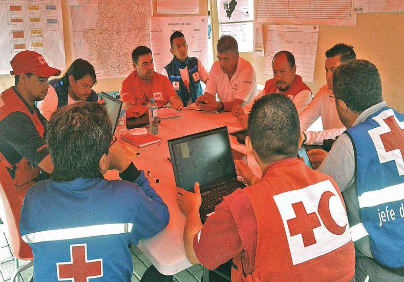 En reunión. Carlos Sejas es parte de la logística de la Cruz Roja. Su misión en Ecuador termina el 22 de julio / Foto: Gentileza Carlos Sejas