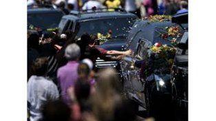 Una multitud despidió los restos de Muhammad Alí en su ciudad natal