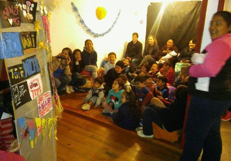 Ensamble. Los personajes de la obra fueron ideados y confeccionados por los 45 niños que asisten a la entidad.