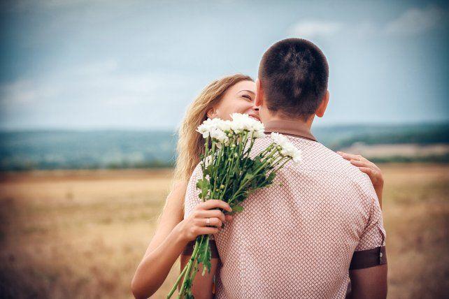 Las parejas felices ven feos a los demás