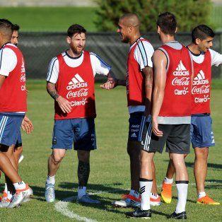 Hasta ahora, Messi jugó media hora ante Panamá, donde marcó tres goles, y 45 minutos frente a Bolivia.