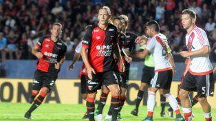 Adrián Bastía está contento de poder continuar en Colón y de esta manera retirarse con la camiseta rojinegra. Foto: J.Busiemi