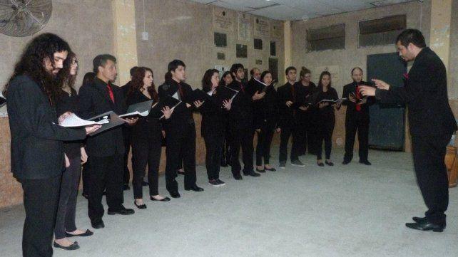Inclusión. El coro está integrado por quince personas que tienen entre 12 y 50 años.