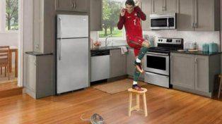 Lluvia de memes por la extraña pose de Cristiano Ronaldo